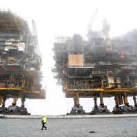 Oil rigs out of water