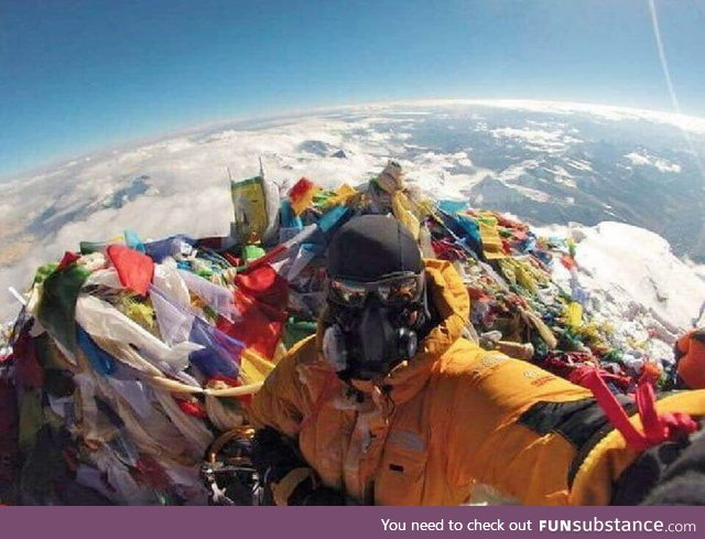 A selfie at the top of Mount Everest disproves the flat earth theory