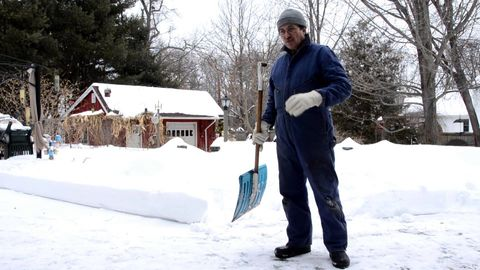 Shoveling is a pain in the ass try this to reduce backpain