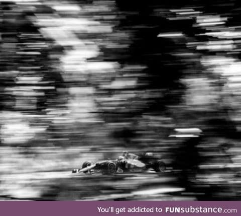 Photographer shoots Formula 1 with a 104-year-old camera