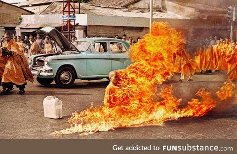 Buddhist Monk burns himself alive in protest - Vietnam, 1963