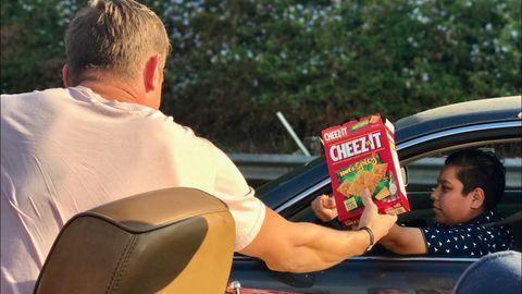 Feeding people in traffic