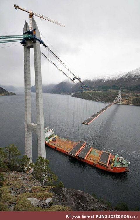 Suspension bridge construction - Norway