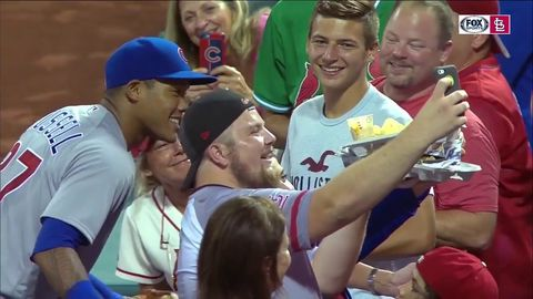 Chicago Cubs player destroys fan's nachos during play, later returns to replace them