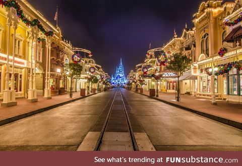 Early Christmas Morning in Disney World - 2016