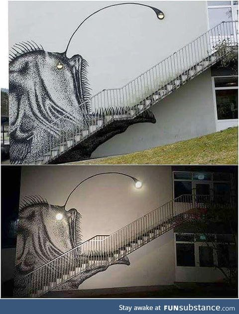 And there are still people who removes awesome street-art like this.