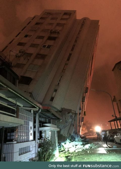 Ominous photo taken after the 6.4 magnitude earthquake in east coast Taiwan