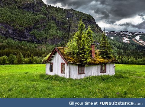 An abandoned home somewhere in Norway