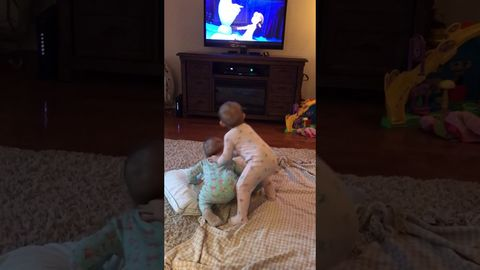 OMGOD This is the cutest thing ever! Twin baby girls act out Frozen