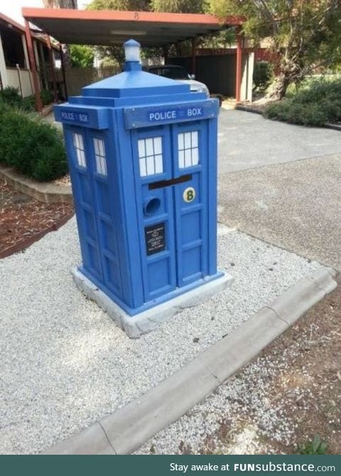 Another awesome mailbox!