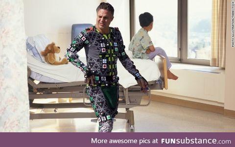 Mark Ruffalo visits children's hospital in his Hulk costume