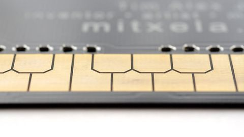 Man creates a business card that functions as a stylophone!
