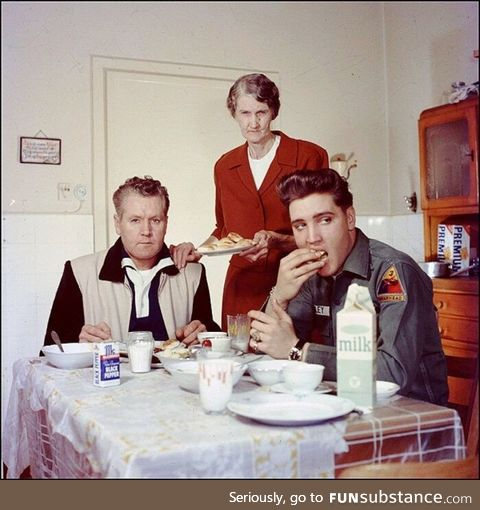 Elvis eating breakfeast with his family 1959