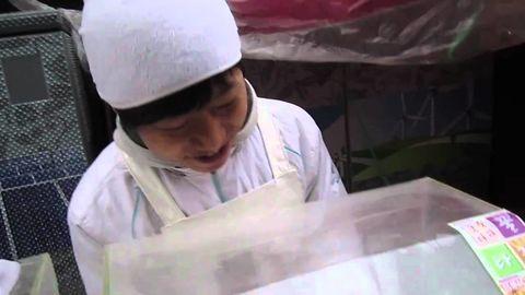 I present to you, Dun-dun-dun dun-dun! Most enthusiastic food vendor ever