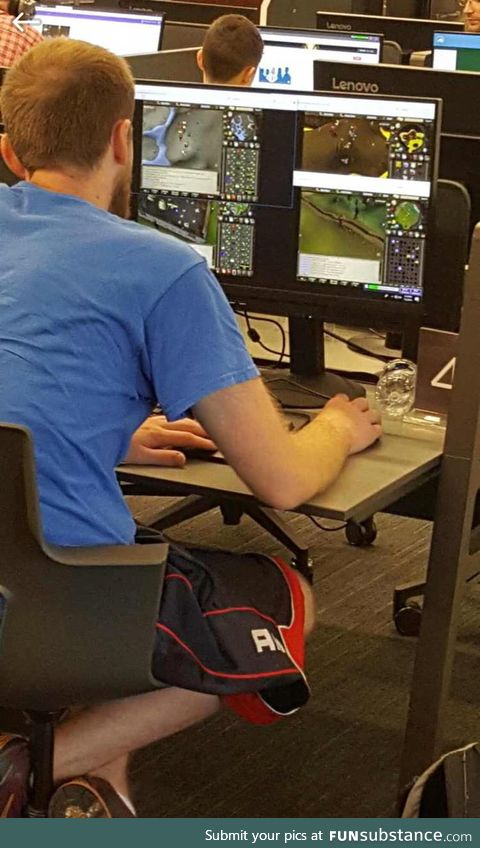 Your eyes don't deceive, this man is grinding 4 different Runescape accounts