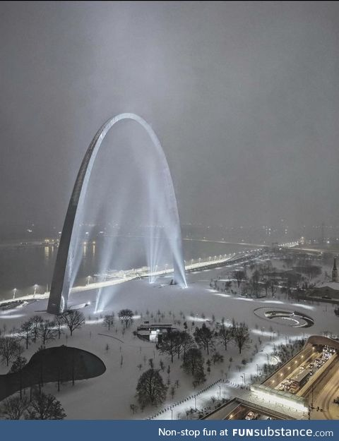 St. Louis arch after two days of snowfall