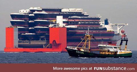 A shipping ship shipping shipping ships