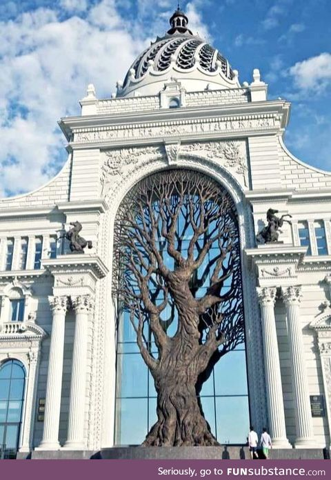Satisfying design of giant iron tree built in Russia's Ministry Of Agriculture