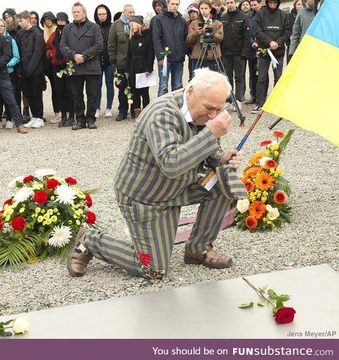 Former Nazi concentration camp survivor observes moment of silence at commemoration