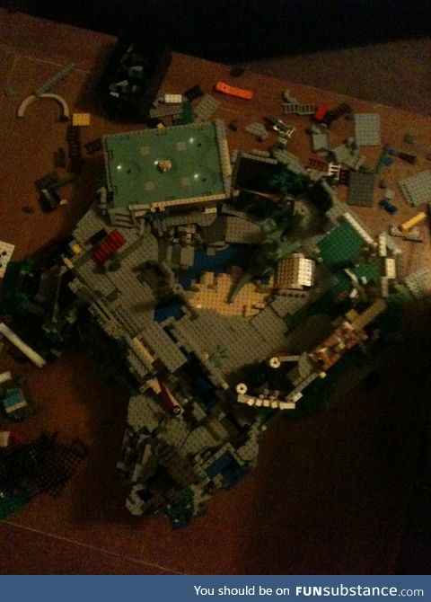 There are dinosaurs on my LEGO island. I didn't intend this... but you see it right?