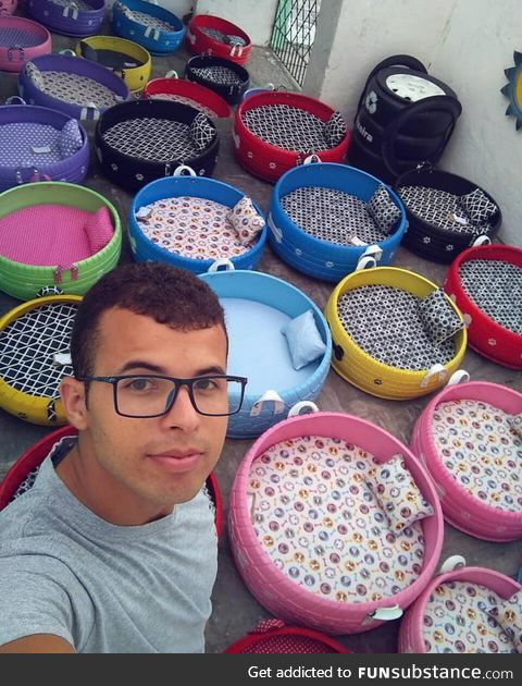 Brazilian man creates beds for animals from the old tires that he finds in the streets
