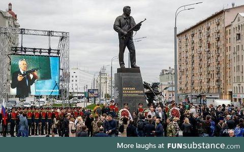 Russia unveils statue of AK-47 inventor Kalashnikov