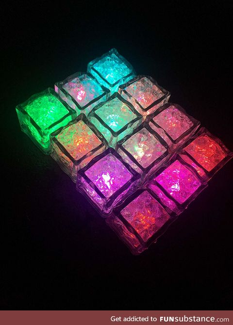 CUBES ice light up 12 pack - Multicolor sensor liquid for drinks and more