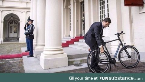 This is how the PM of Netherlands go visit the King