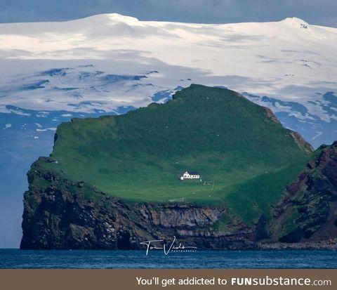 The house on the island of ElliðAey, EyjafjallajöKull, Iceland