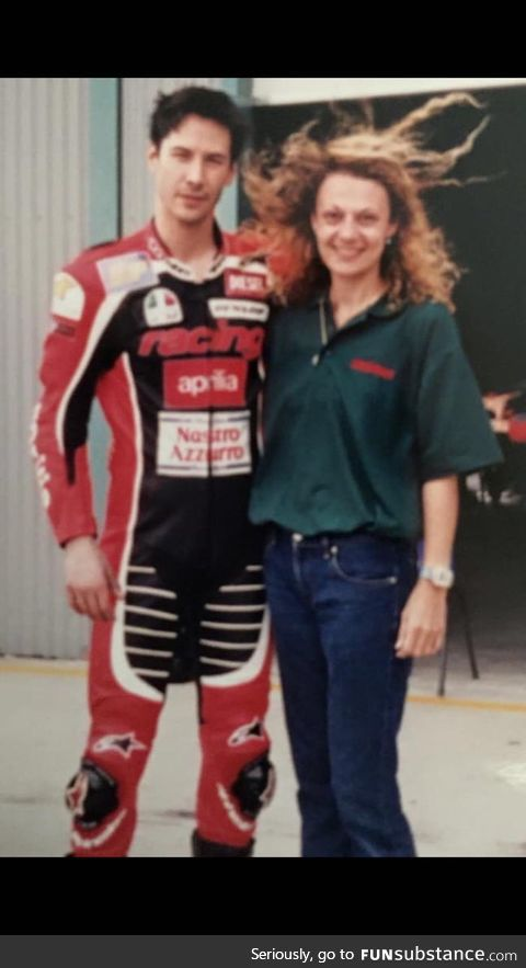 Just found out that mum and good old keanu got to hang out while he was riding motorbikes