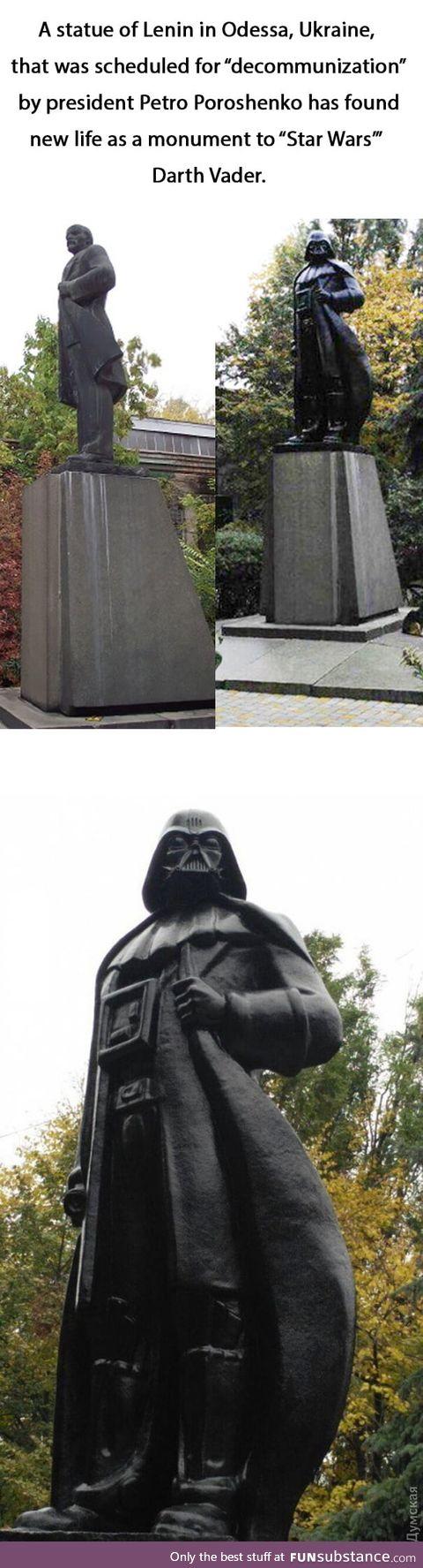 Lenin statue turned into darth vader !