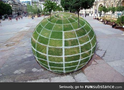 This globe illusion in Paris