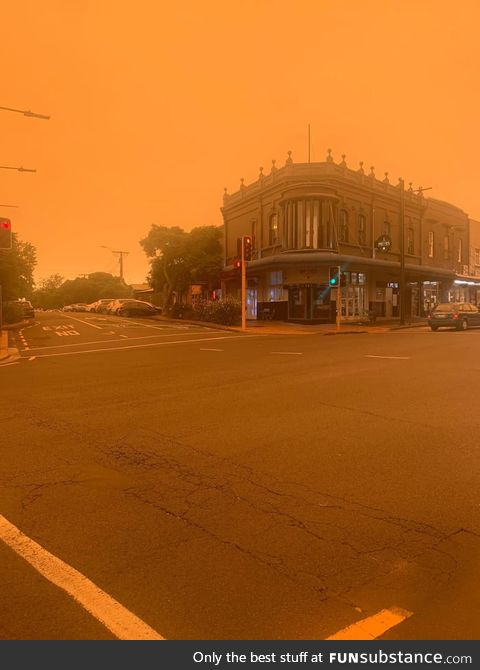 This is the smoke from the Australian fires, 2,600 km away, in Auckland, New Zealand (no