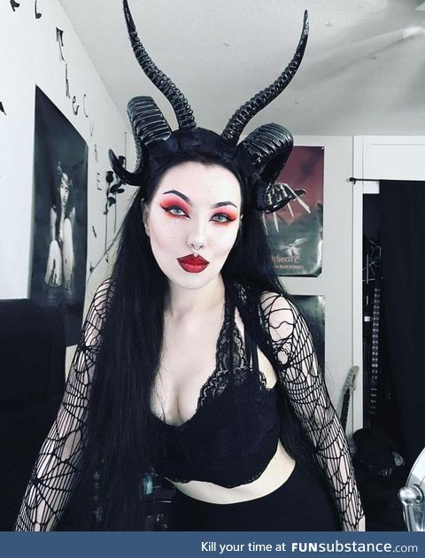 Daily Dose of Goth Girls #4: Baphomet horns