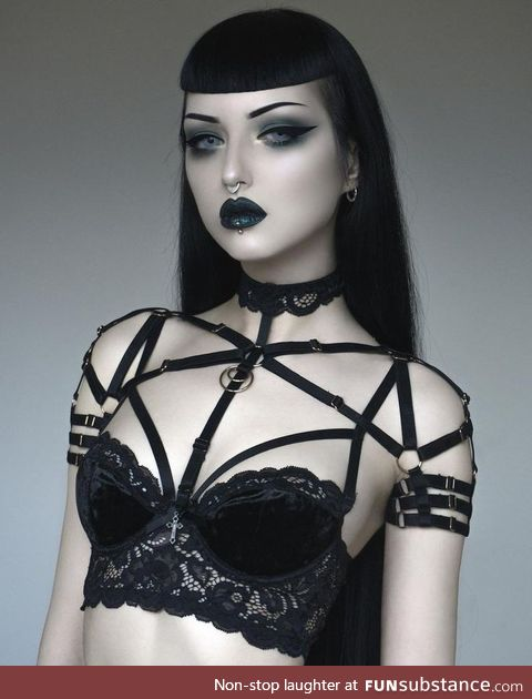 Daily Dose of Goth Girls #5: porcelain skin