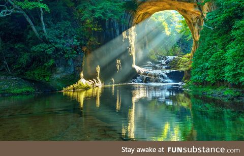 [OC] So beautiful and unreal. Morning rays of sunlight flow through the cave and reflect