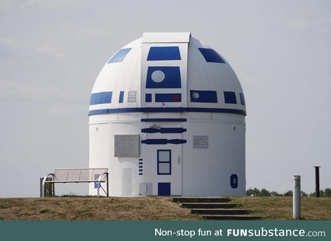 Did you know that this R2-D2 Observatory exists in Zweibrücken, Germany? Well, now you do!