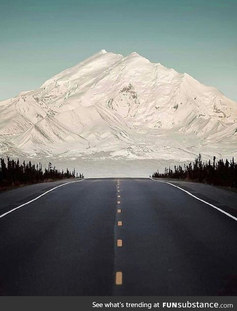 This road points directly at the Mount Drum for about 20 miles. Alaska, USA ????????