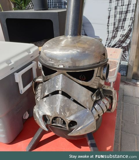 [Star Wars] Rebels have turned the helmet of the Imperial stormtrooper into a