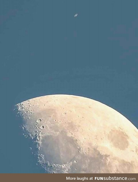 Moon near aligning with saturn