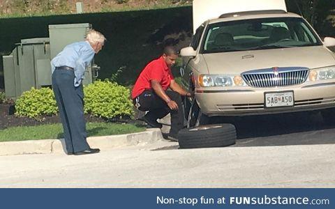 Chick-Fil-A manager helping a World War II veteran