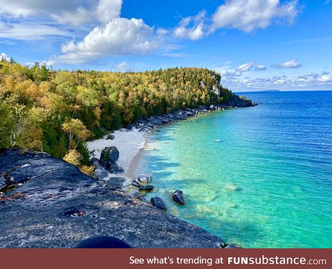 The views from the limestone cliffs of the Bruce Peninsula (Ontario Canada)