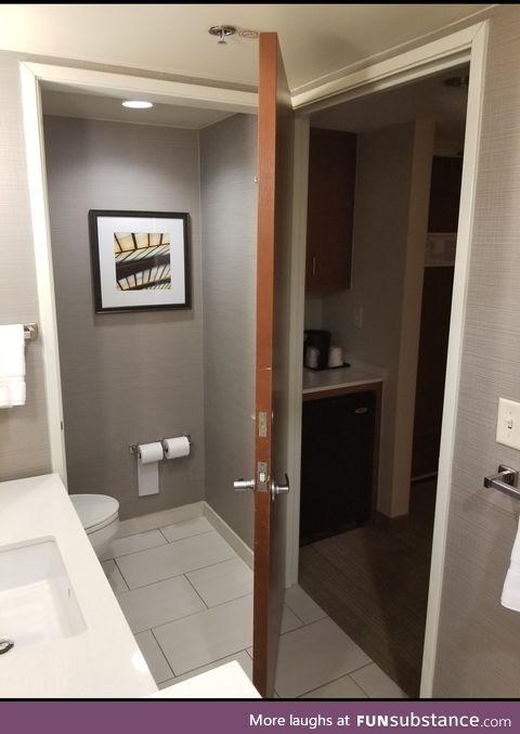 This door can close either doorway