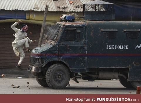 2020 Pulitzer Prize Winner in Feature Photography-Kashmiri Protester