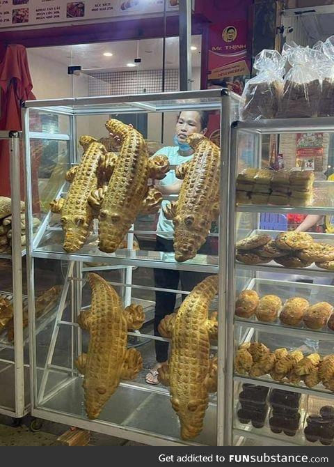 越南 bakery makes crocodile breadstuffs